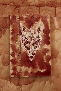 1_淺井裕介《新しい眼を手に入れる》2019, H30.0 x W19.7 cm, 木板に鹿の血